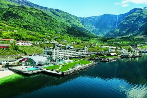 Stunning Waterfront Hotel