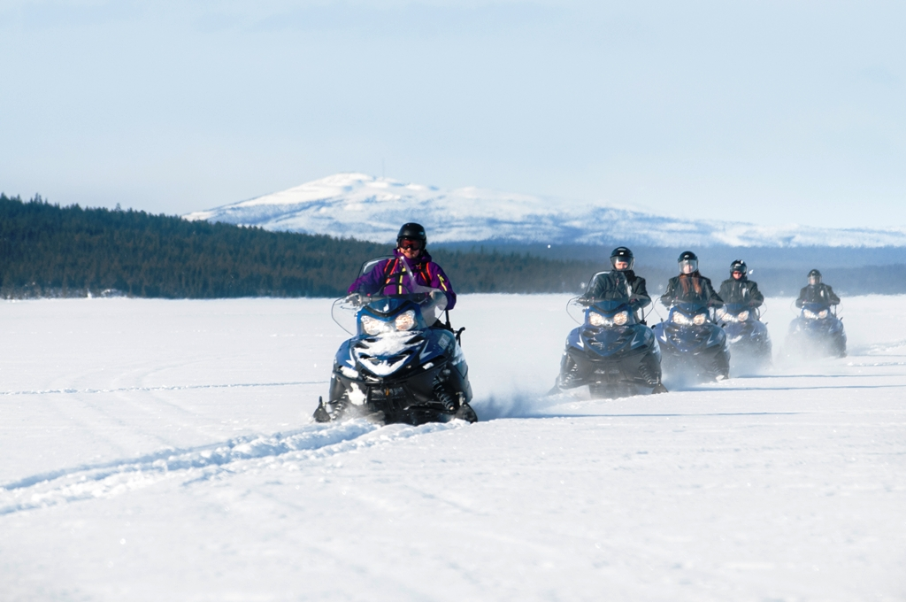 Snowmobile Safari - ICEHOTEL