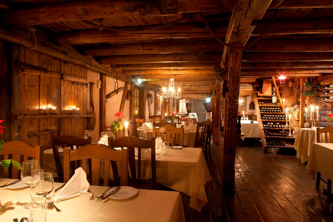Atmospheric Quayside Restaurant Nordic Experience